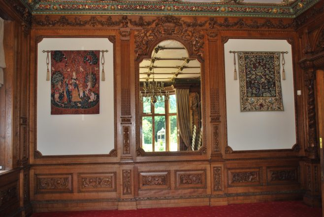 Arle Court House - Lounge with Tapestries