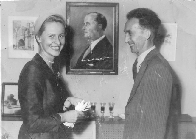 Lady Dowty and with the Artist who painted the portrait of Sir George
