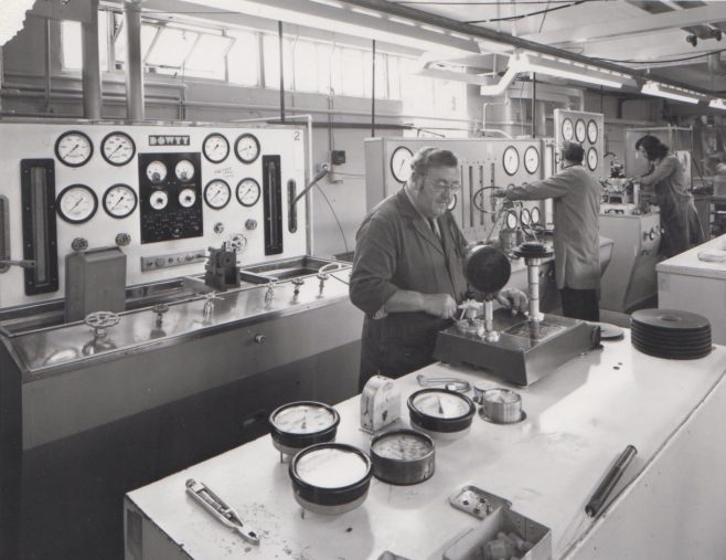 Test Shop c.1974 featuring Gurney Slade at the front and Richard Miness at the back and other | Original photo in the Dowty archive at the Gloucestershire Heritage Hub