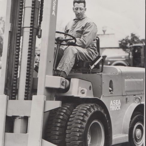 Asea Fork Lift Truck with Dowmatic drive system | Original photo in the Dowty archive at the Gloucestershire Heritage Hub