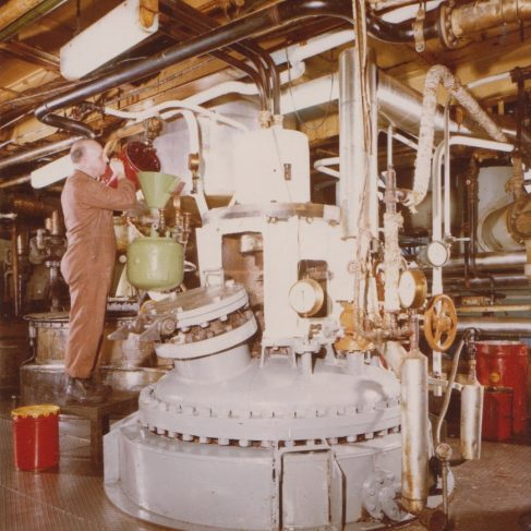 Dowmax drive system on blending vessel | Original photo in the Dowty archive at the Gloucestershire Heritage Hub