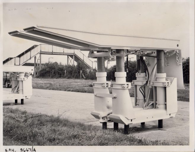4-Leg 400 Ton Prop | Original photo in the Dowty archive at the Gloucestershire Heritage Hub
