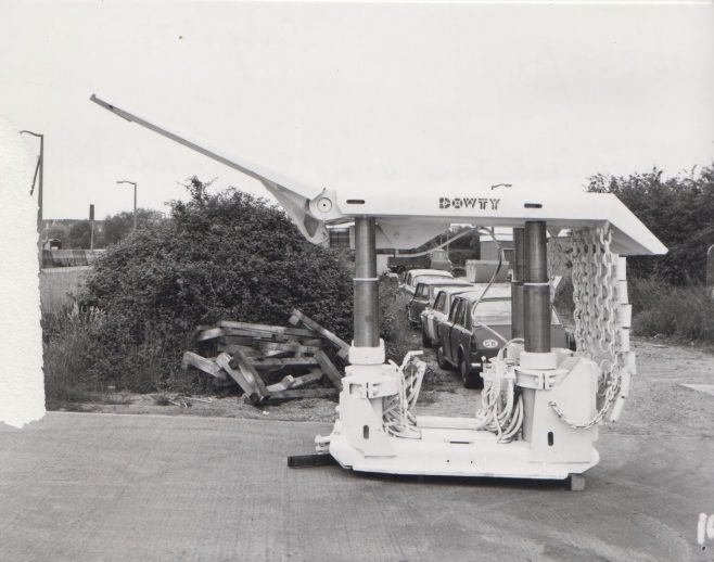 4 Leg 450 Ton Chock | Original photo in the Dowty archive at the Gloucestershire Heritage Hub