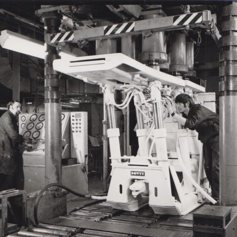 6-Leg 240 Ton Chock on Production Line | Original photo in the Dowty archive at the Gloucestershire Heritage Hub