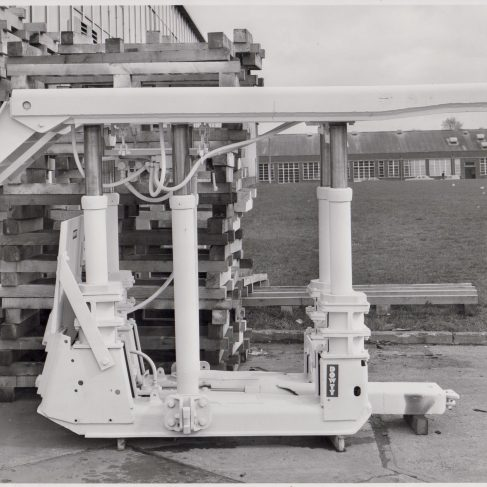 6-Leg 240 Ton Chock  | Original photo in the Dowty archive at the Gloucestershire Heritage Hub